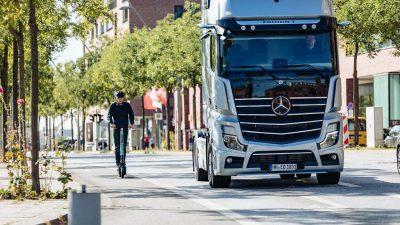 Mercedes'ten, E-Scooter binicileri için yeni güvenlik