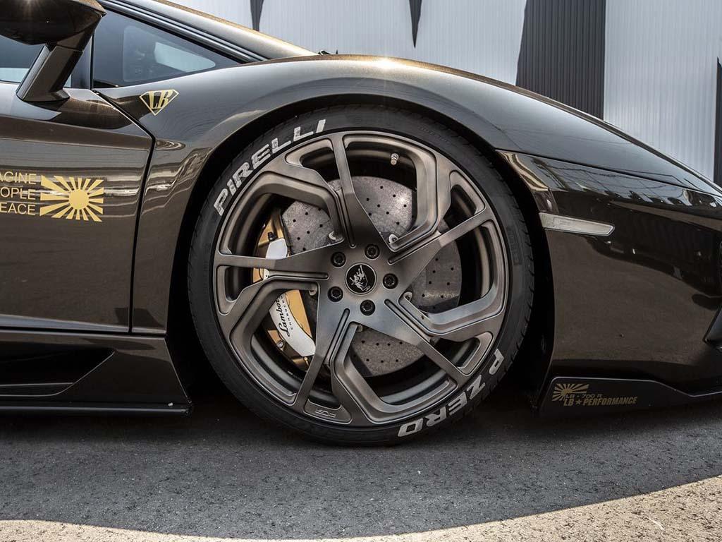 Bu görsel boş bir alt niteliğe sahip; dosya adı Liberty-Walk-Lamborghini-Aventador-4.jpg