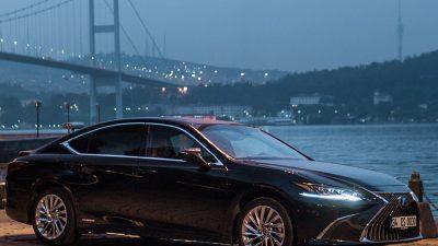 """Lexus'un Elegant sedanı ES, """"En Güvenilir Lüks Model"""" seçildi"""