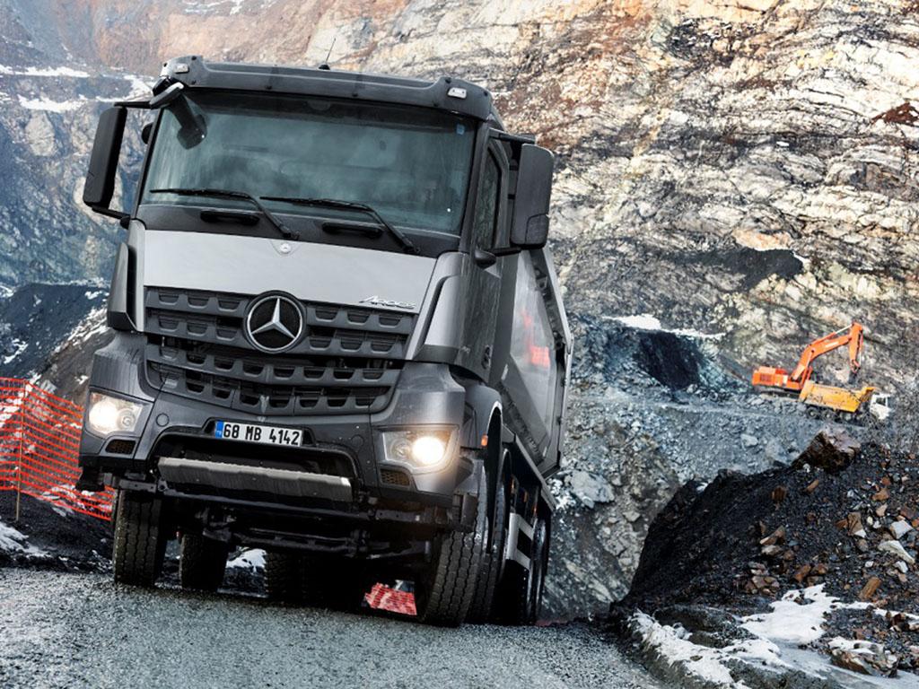 Bu görsel boş bir alt niteliğe sahip; dosya adı Mercedes-Benz-Arocs-4142.jpg
