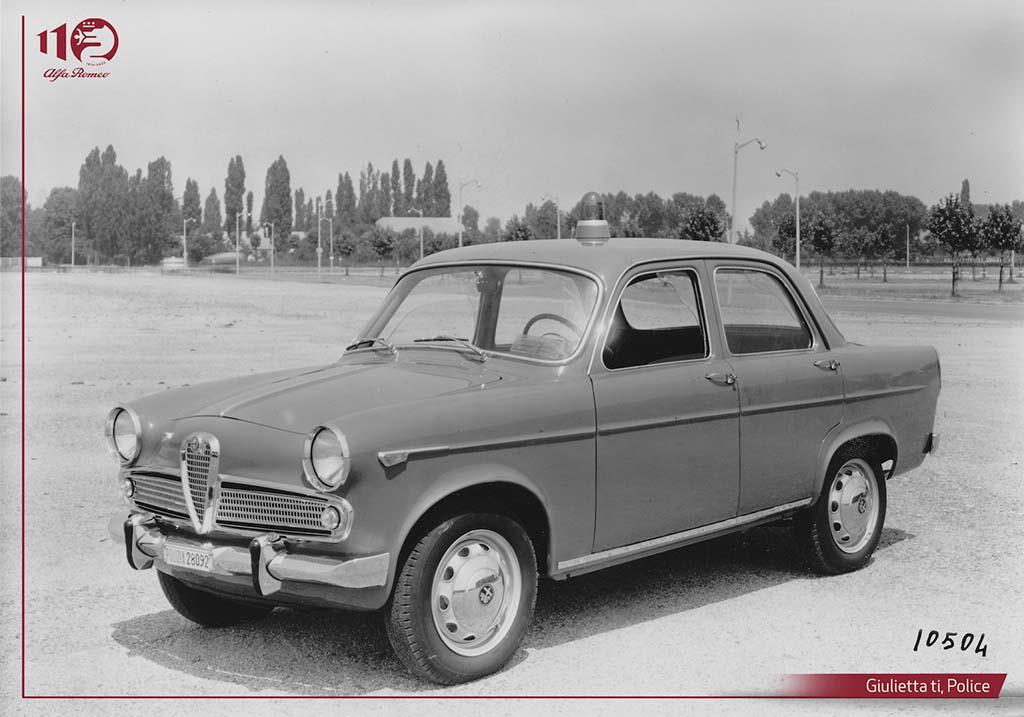 Bu görsel boş bir alt niteliğe sahip; dosya adı Giulietta-ti-Polizia.jpg