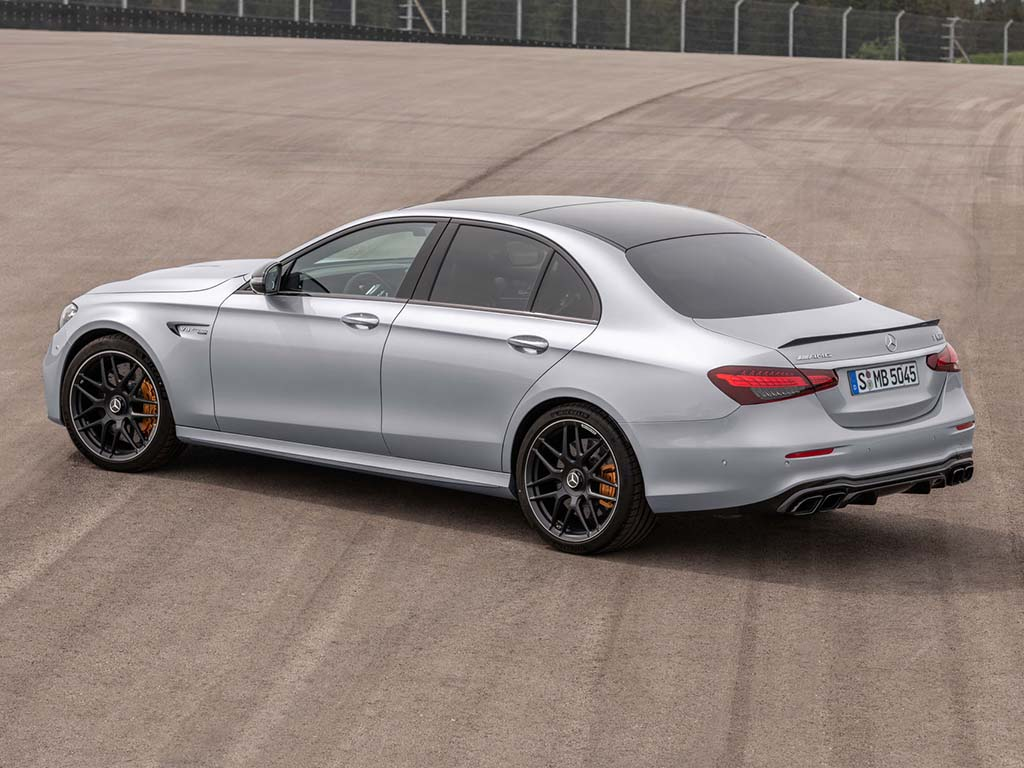 Bu görsel boş bir alt niteliğe sahip; dosya adı Mercedes-AMG-E-63-S-45.jpg