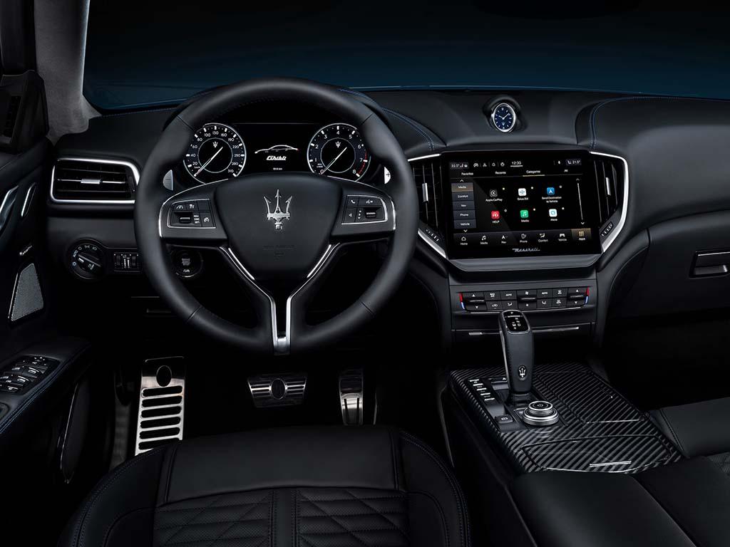 Bu görsel boş bir alt niteliğe sahip; dosya adı Maserati-Ghibli-Hybrid-Kokpit.jpg