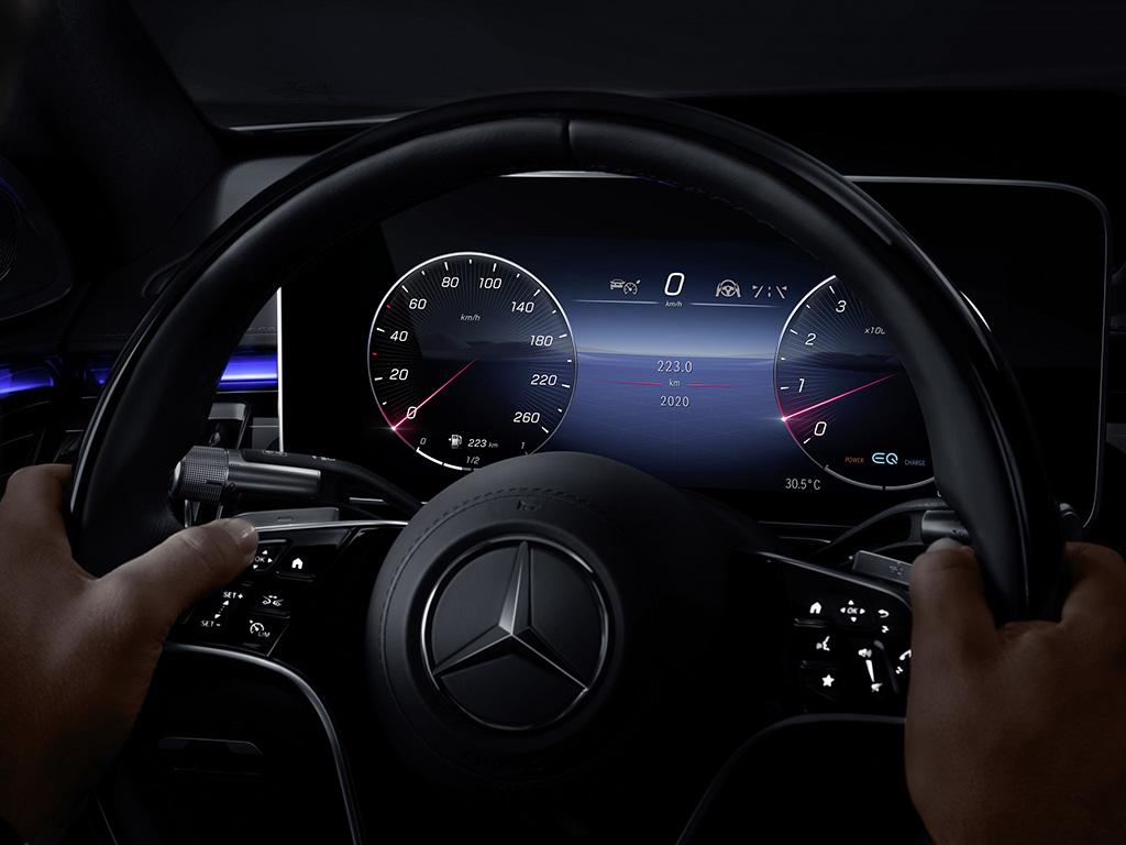 Bu görsel boş bir alt niteliğe sahip; dosya adı Mercedes-Benz-S-Serisi-My-MBUX-3.jpg