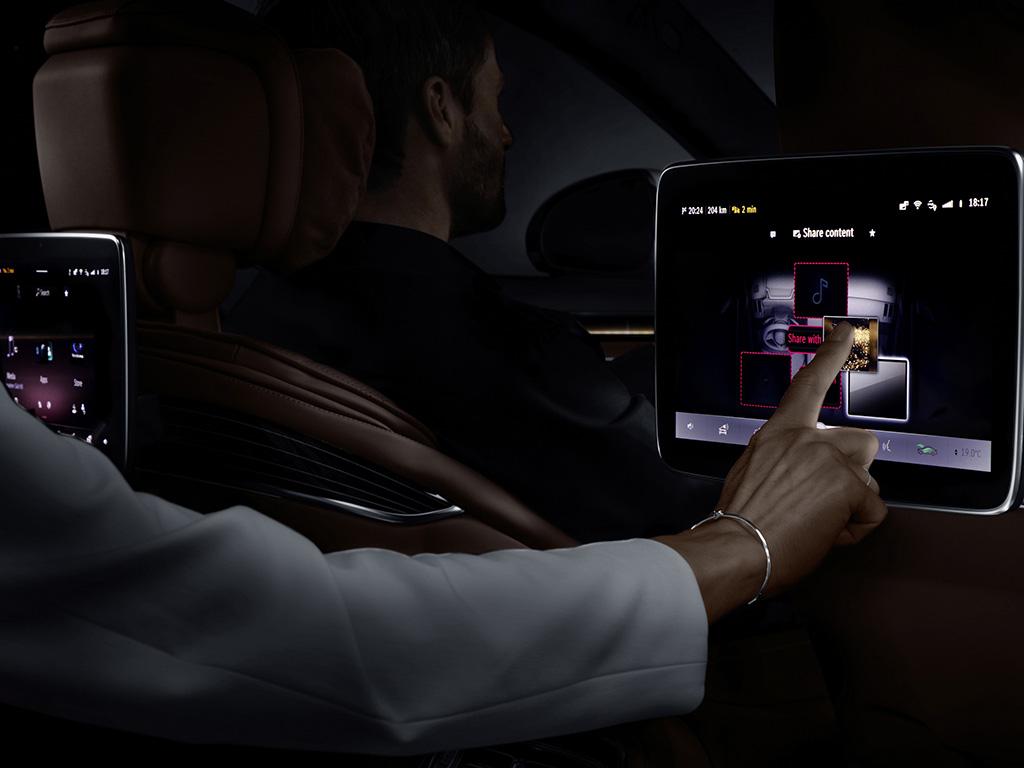 Bu görsel boş bir alt niteliğe sahip; dosya adı Mercedes-Benz-S-Serisi-My-MBUX-4.jpg