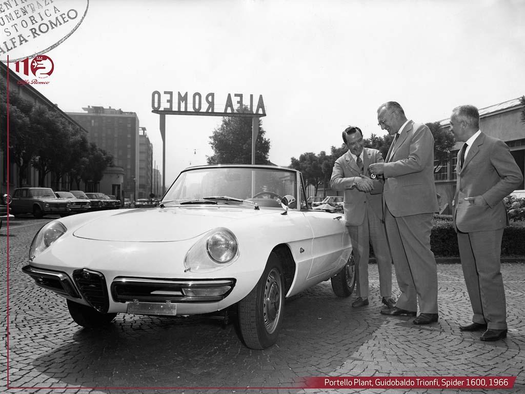 Bu görsel boş bir alt niteliğe sahip; dosya adı Portello-Fabrikasi-Spider-1600-1966.jpg