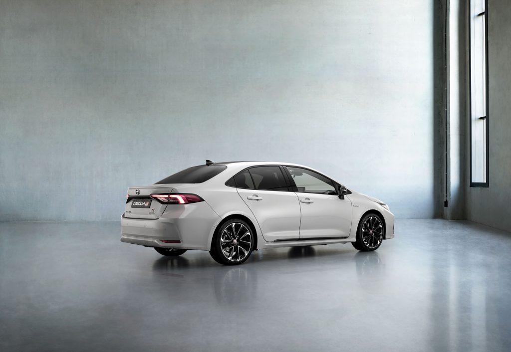 Bu görsel boş bir alt niteliğe sahip; dosya adı Toyota-Corolla-Yeni-GR-Sport-2-1024x706.jpg