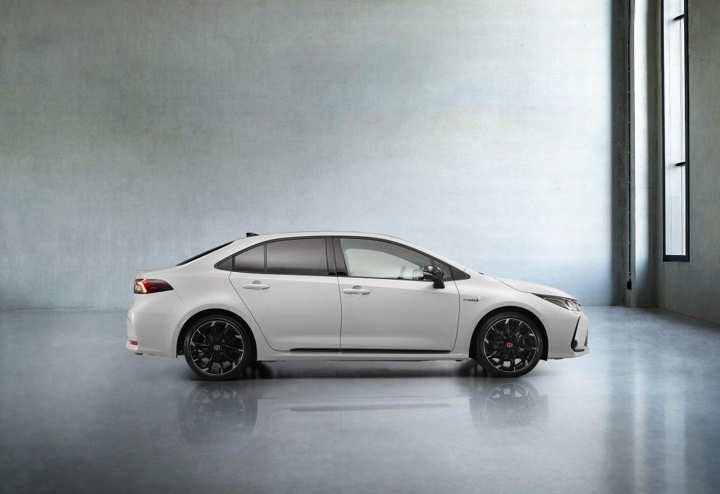 Bu görsel boş bir alt niteliğe sahip; dosya adı Toyota-Corolla-Yeni-GR-Sport-5-1024x703.jpg