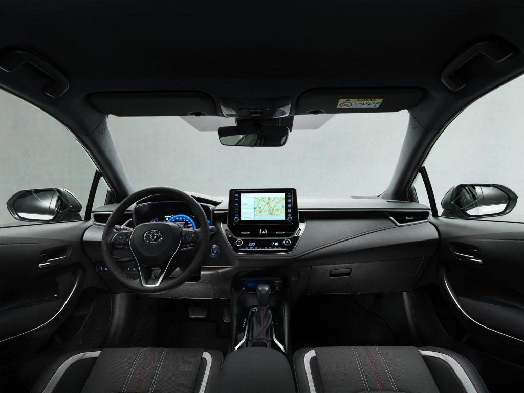 Bu görsel boş bir alt niteliğe sahip; dosya adı Toyota-Corolla-Yeni-GR-Sport-7-1024x768.jpg