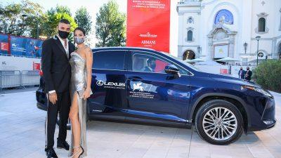 Lexus Venedik'te kırmızı halının yıldızı oldu