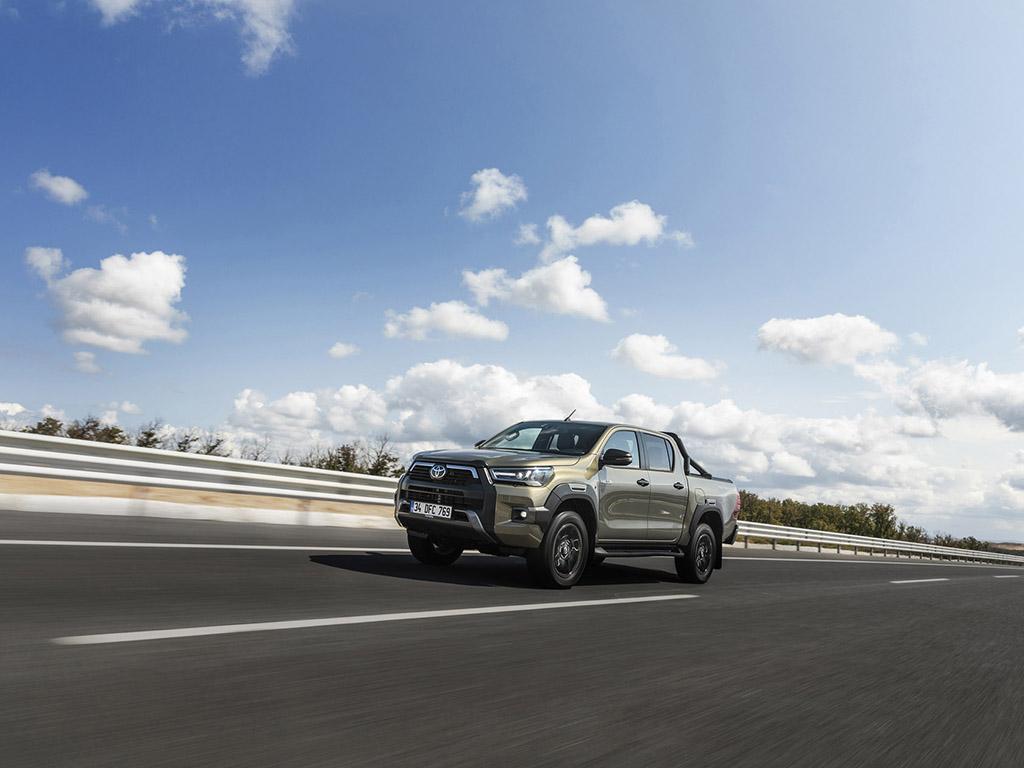 Bu görsel boş bir alt niteliğe sahip; dosya adı Yeni-Toyota-Hilux-4.jpg