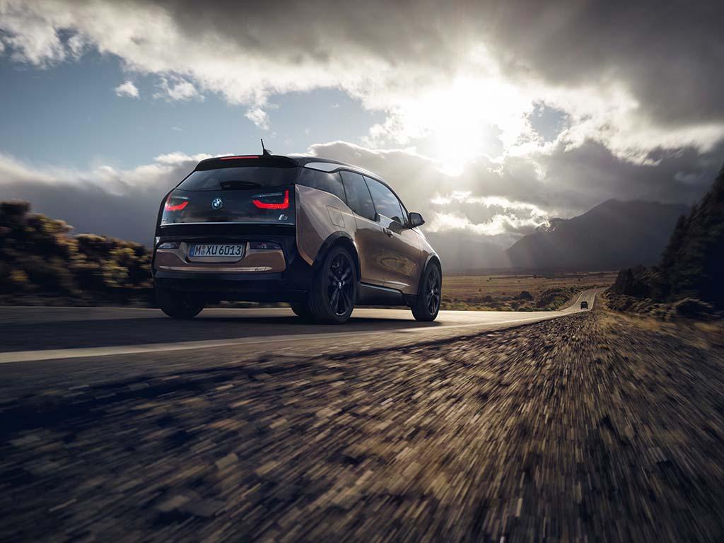 Bu görsel boş bir alt niteliğe sahip; dosya adı BMW-i3-Arka.jpg