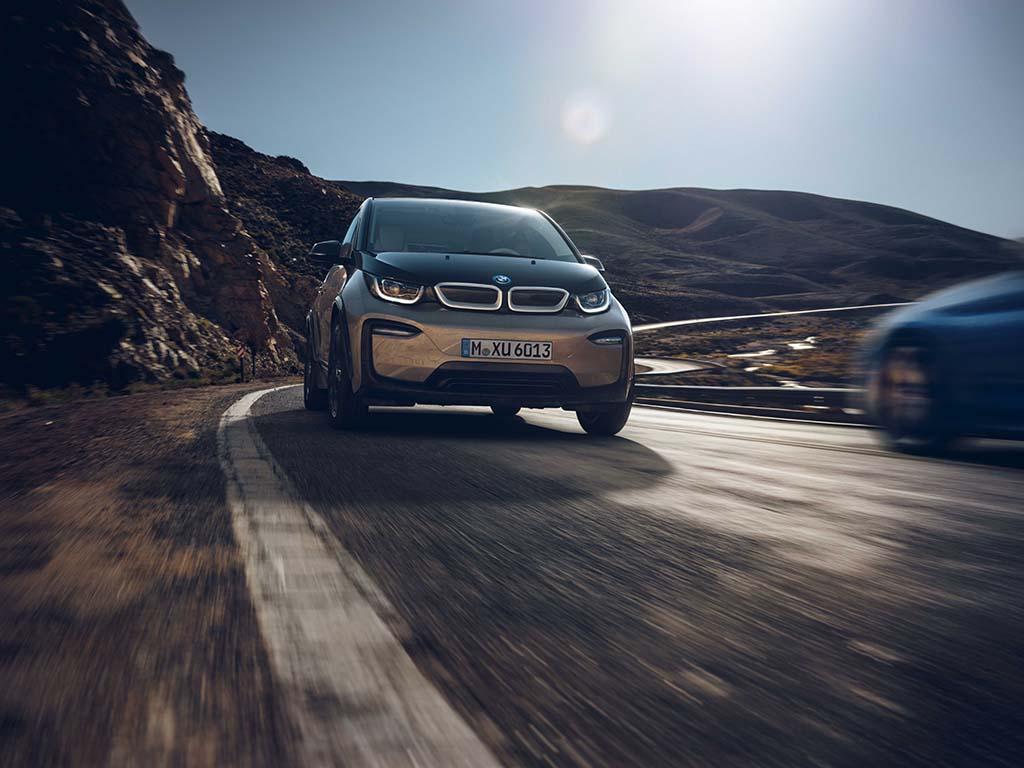 Bu görsel boş bir alt niteliğe sahip; dosya adı BMW-i3-On.jpg