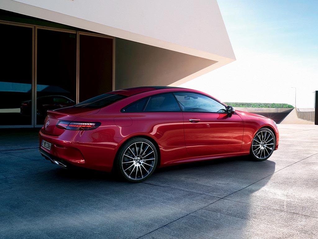 Bu görsel boş bir alt niteliğe sahip; dosya adı Mercedes-Benz-E-Serisi-Coupe.jpg