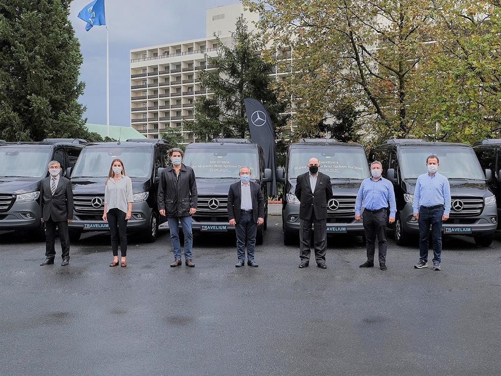 Bu görsel boş bir alt niteliğe sahip; dosya adı Toplu-Gorsel1-Ilk-101-koltuklu-Mercedes-Benz-Sprinter-filosu-Travelium-Turizme-teslim-edildi.jpg