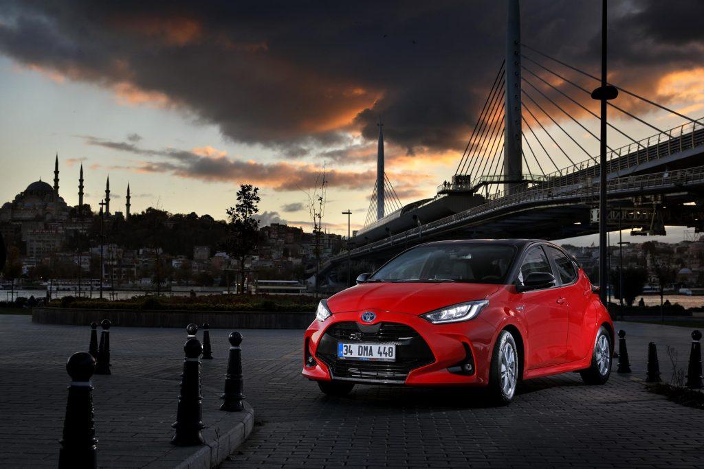 Bu görsel boş bir alt niteliğe sahip; dosya adı Yeni-Toyota-Yaris-4-1024x683.jpg