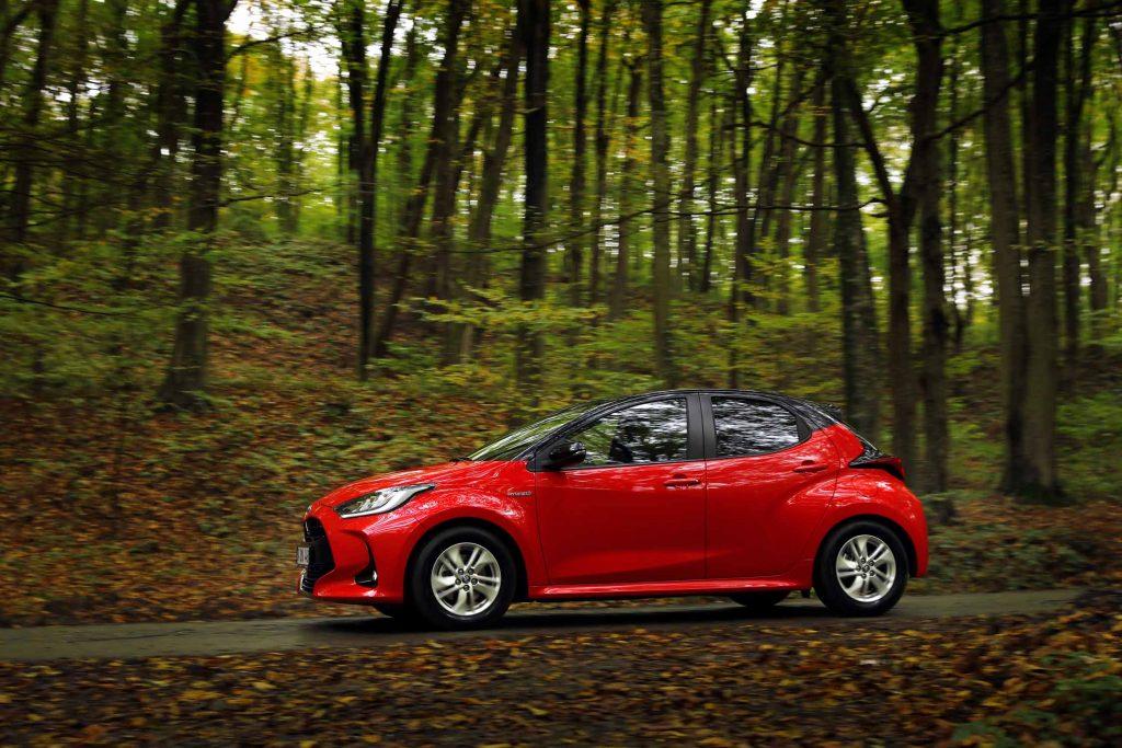 Bu görsel boş bir alt niteliğe sahip; dosya adı Yeni-Toyota-Yaris-9-1-1024x683.jpg