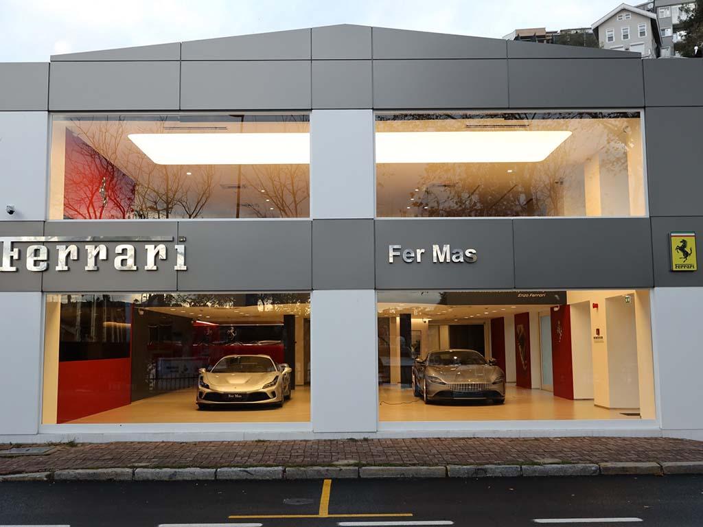 Bu görsel boş bir alt niteliğe sahip; dosya adı Ferrari-Showroom.jpg