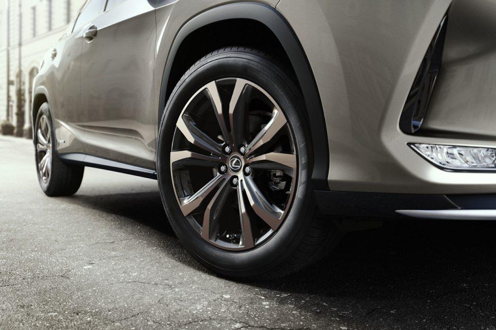 Bu görsel boş bir alt niteliğe sahip; dosya adı Lexus-RX-Black-Line-3-1024x682.jpg