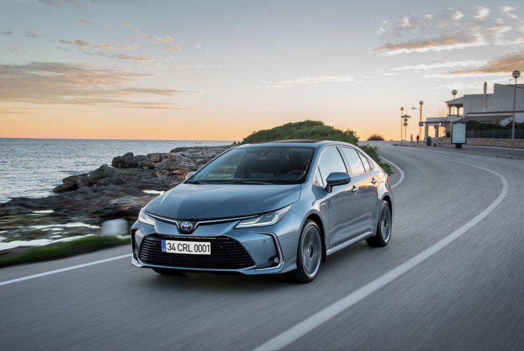 Bu görsel boş bir alt niteliğe sahip; dosya adı Corolla-Hybrid-1024x687.jpg