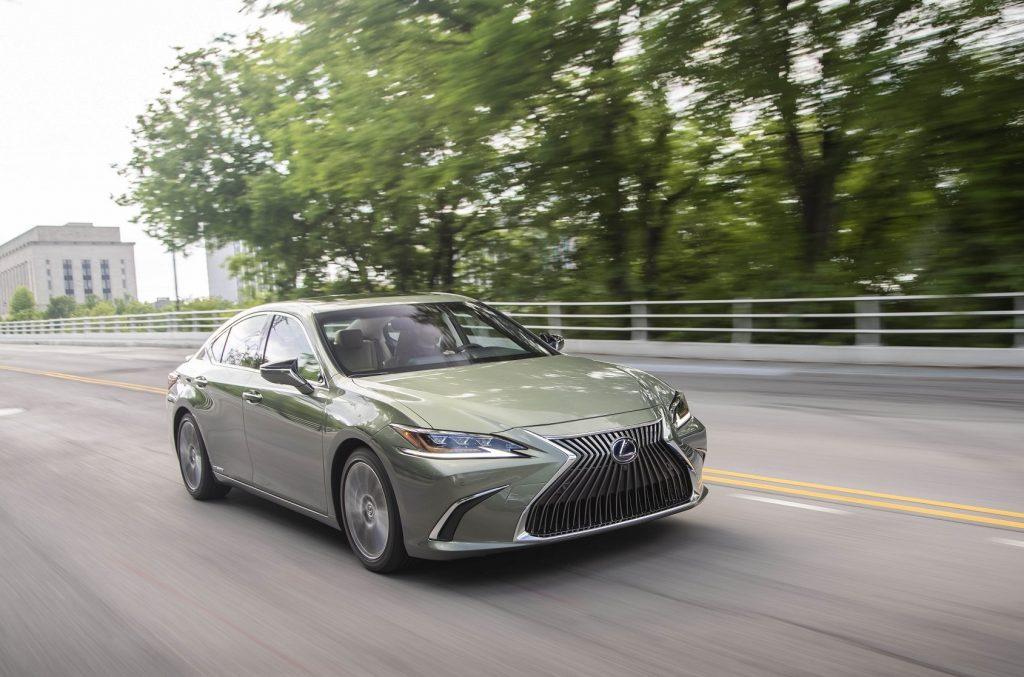 Bu görsel boş bir alt niteliğe sahip; dosya adı Lexus-ES-1-1024x677.jpg
