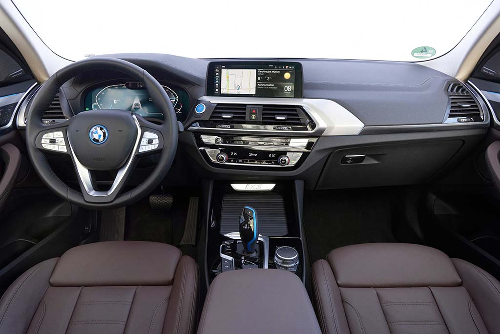 Bu görsel boş bir alt niteliğe sahip; dosya adı Yeni-BMW-iX3-Kabin-1.jpg