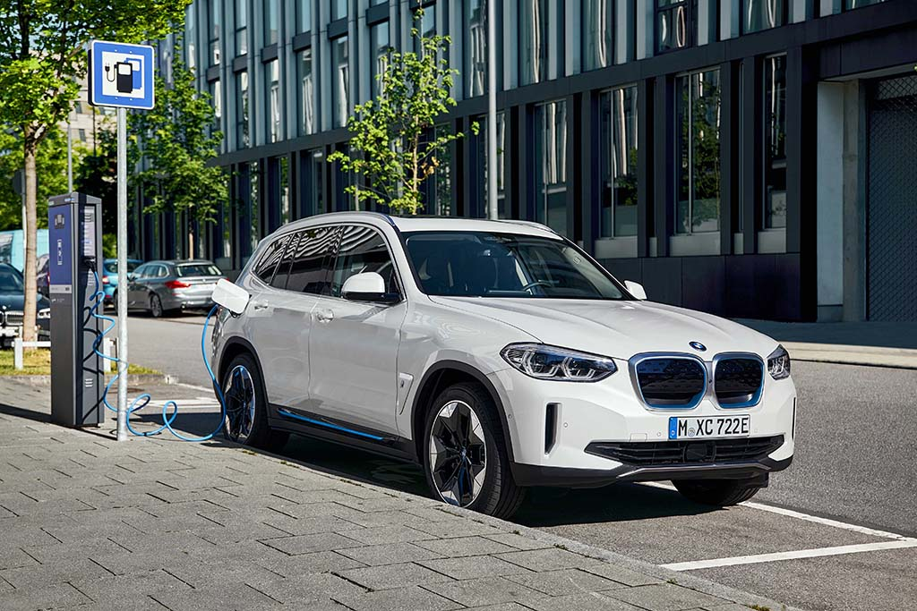 Bu görsel boş bir alt niteliğe sahip; dosya adı Yeni-BMW-iX3-Sarj-1.jpg