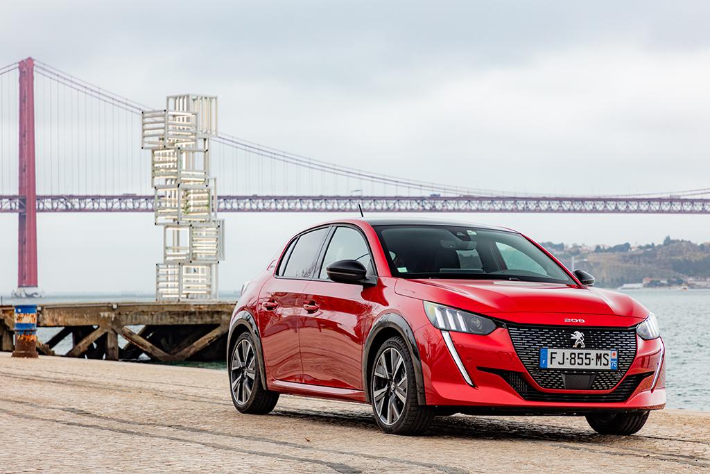 Bu görsel boş bir alt niteliğe sahip; dosya adı Yeni-Peugeot-208-tanitildi-1.jpeg