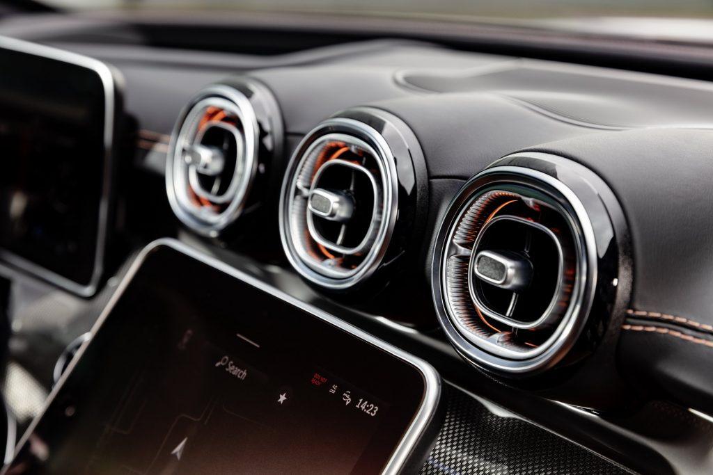 Bu görsel boş bir alt niteliğe sahip; dosya adı 2022-Mercedes-Benz-C-Class-29-1-1024x683.jpg