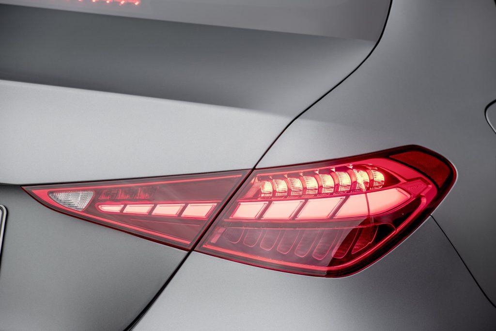Bu görsel boş bir alt niteliğe sahip; dosya adı 2022-Mercedes-Benz-C-Class-36-1-1024x683.jpg