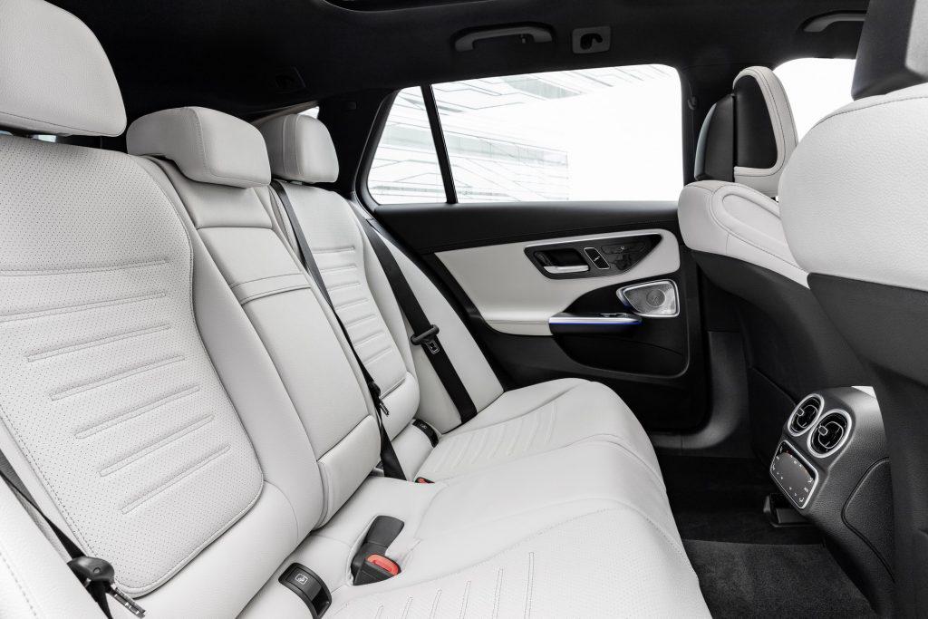 Bu görsel boş bir alt niteliğe sahip; dosya adı 2022-Mercedes-Benz-C-Class-47-1-1024x683.jpg