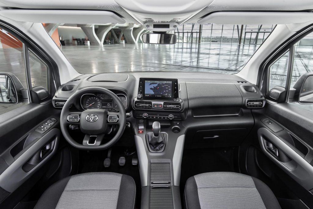 Bu görsel boş bir alt niteliğe sahip; dosya adı Toyota-Proace-City-8-1024x684.jpg