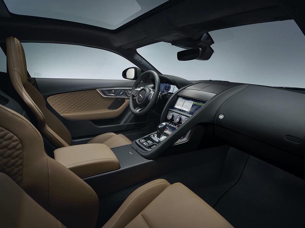 Bu görsel boş bir alt niteliğe sahip; dosya adı Yeni-Jaguar-F-TYPE-Heritage-60-Edition-Kabin.jpg