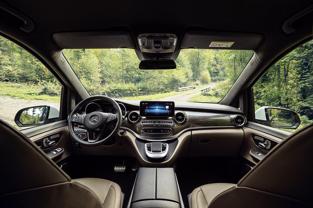 Bu görsel boş bir alt niteliğe sahip; dosya adı Yeni-Mercedes-Benz-V-Serisi_02_Kokpit.jpg