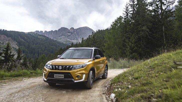 Suzuki Vitara Hibrit'ini seç, fiyatı sabitle, ay sonunda teslim al!