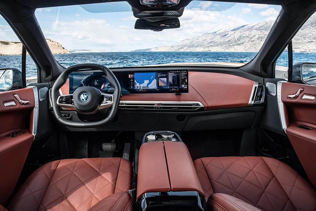 Bu görsel boş bir alt niteliğe sahip; dosya adı BMW-iX-Ic-Mekan.jpg