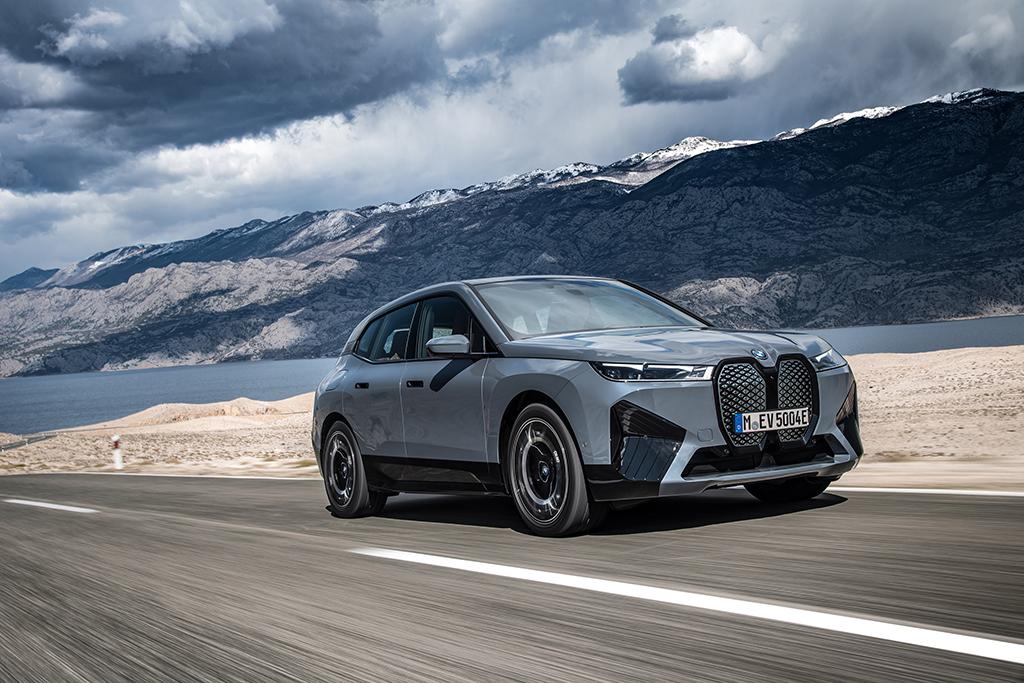 Bu görsel boş bir alt niteliğe sahip; dosya adı BMW-iX-On.jpg