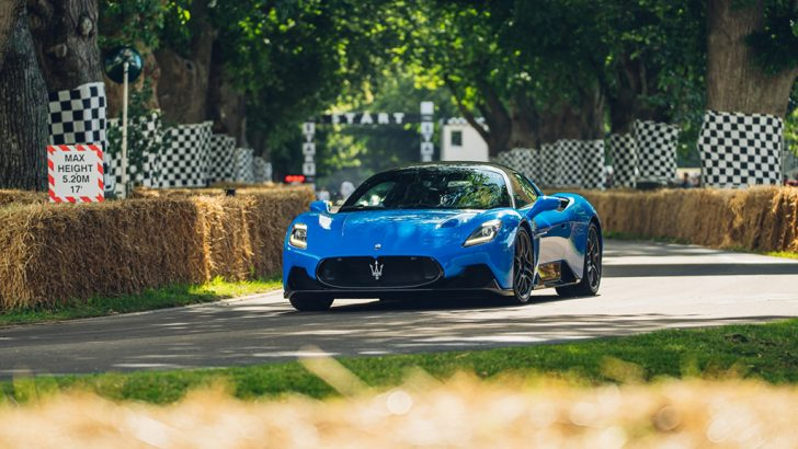 Maserati MC20'den gövde gösterisi